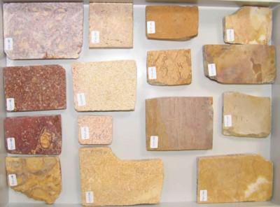 Plaques de la col·lecció de referència de la UEA de pedres ornamentals procedents de l'àrea de Tarragona.
