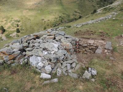 Detall de les dues fases constructives a la gran cabana a Fontnegra.
