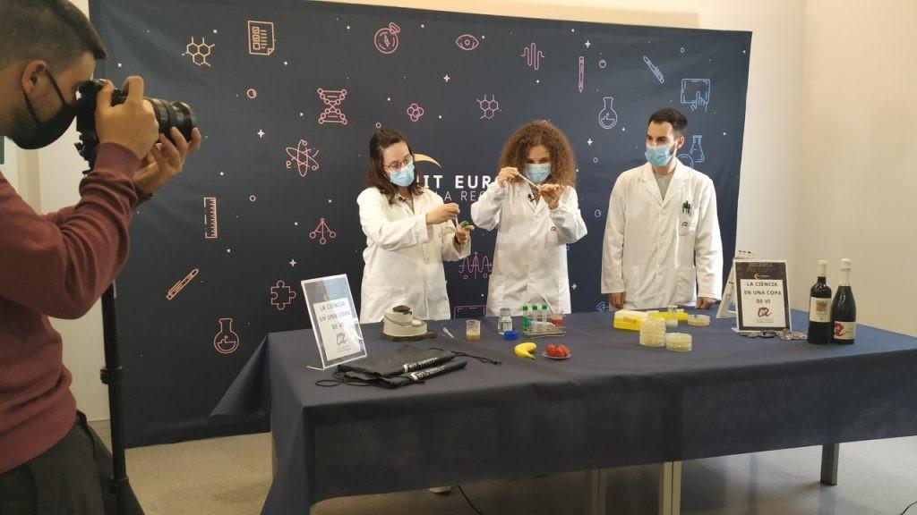 A partir del 27 de setembre estaran disponibles els vídeos dels 30 tallers científics. Foto: URV