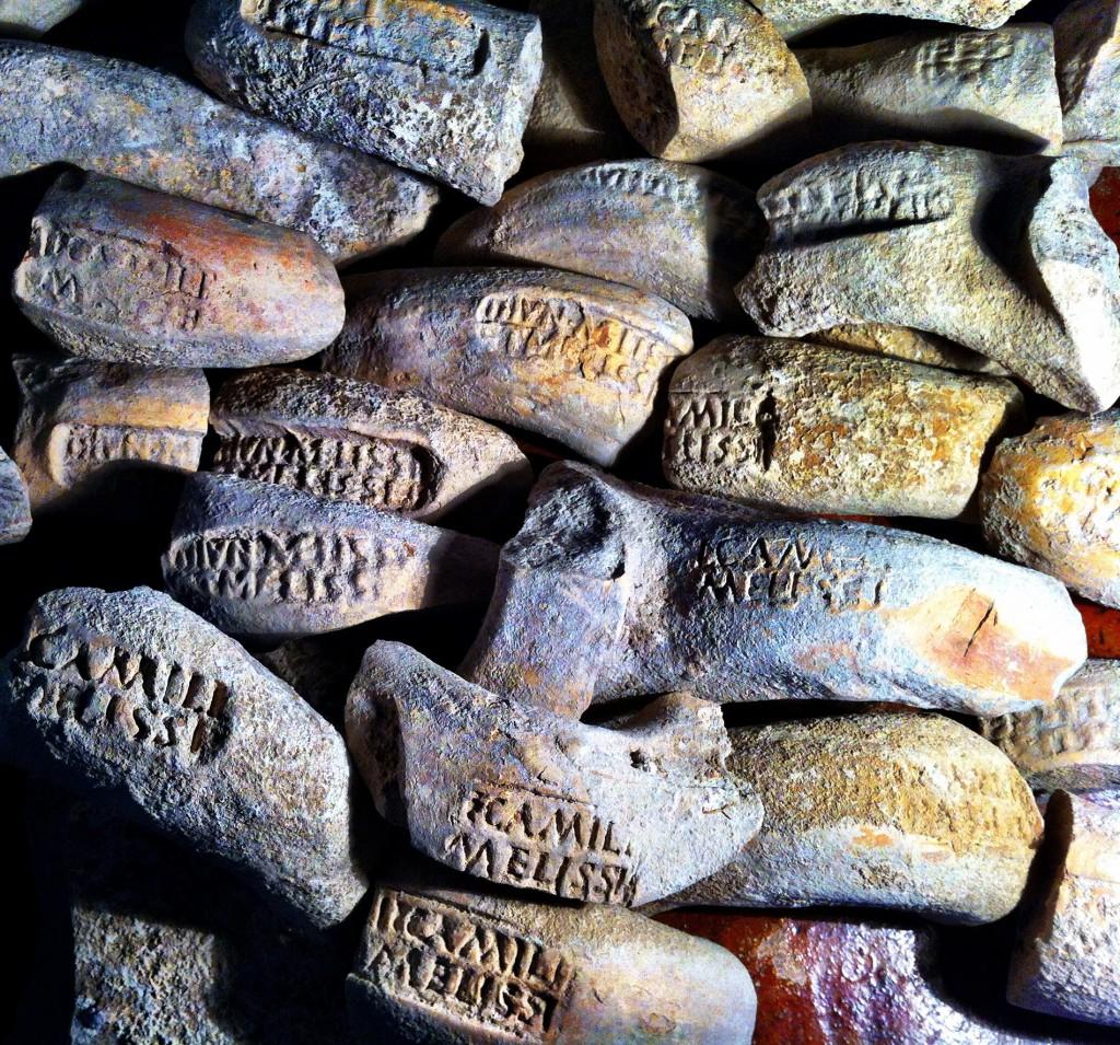 Segells (de la família dels Lunii) sobre àmfores d'oli descoberts durant l'excavació de l'alfar de Las Delicias (Écija). Imatge: I. Gonález Tobar.