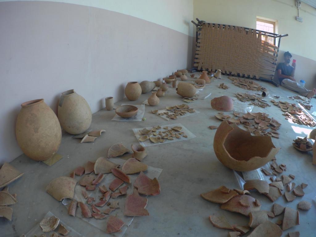"""Mostra de ceràmica """"Early Harappan"""" de Juna Khatiya, a l'espera de l'extracció de lípids. Foto: Projecte Kachchh."""