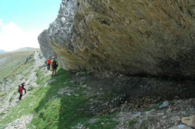 L'equip GIAP fent tasques de prospecció arqueològica a l'entorn de Coma de la Vaca (Queralbs, Ripollès). Foto: ICAC, 2014.
