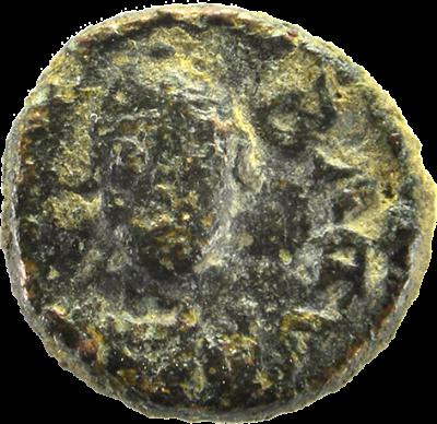 Peça 4 (nº inv. 240). Nummus o múltiple de nummus ostrogot, encunyat per Totila (Baduila) i de seca Roma. Cap al 550 d.C. Bronze.